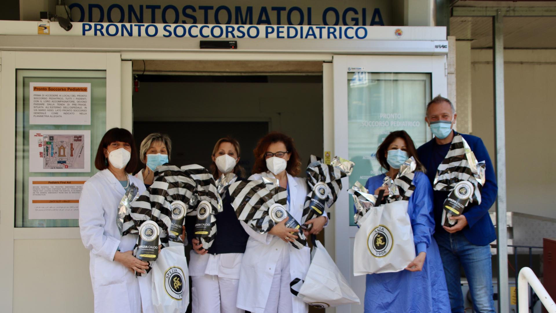 Lo Spezia Calcio in visita al reparto di Pediatria